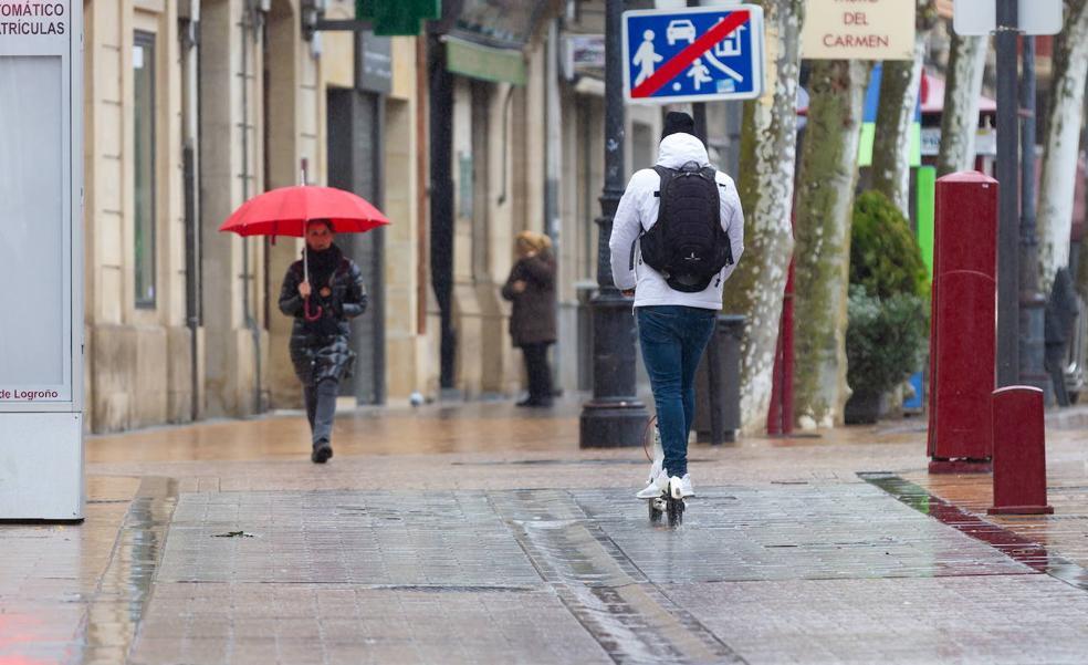Logroño lleva a cabo una campaña especial de supervisión de bicicletas y patinetes en las aceras