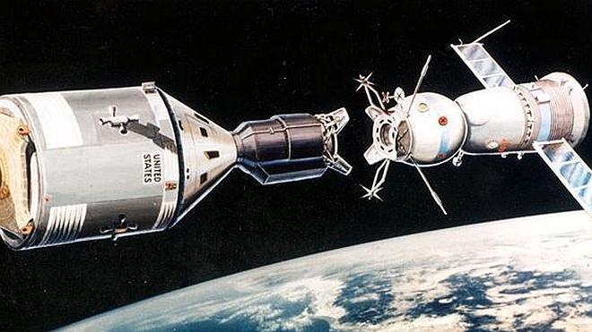 Un apretón de manos espacial