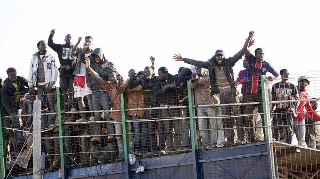 Decenas de inmigrantes protagonizan un nuevo intento de entrada a Melilla