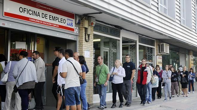 Los españoles atendidos por las acciones de empleo de Cáritas superan ya a los extranjeros
