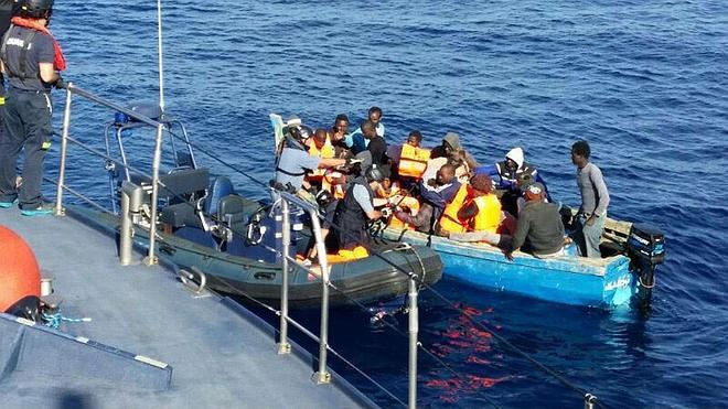 Cae un 15% la entrada de inmigrantes irregulares por mar a España