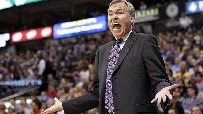 D'Antoni renuncia como entrenador de los Lakers