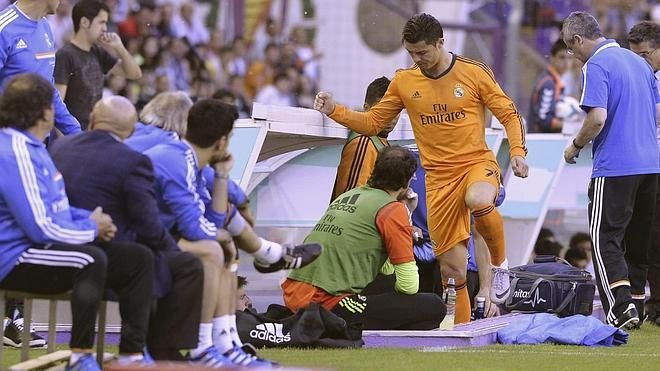 Cristiano se retira lesionado en el minuto ocho