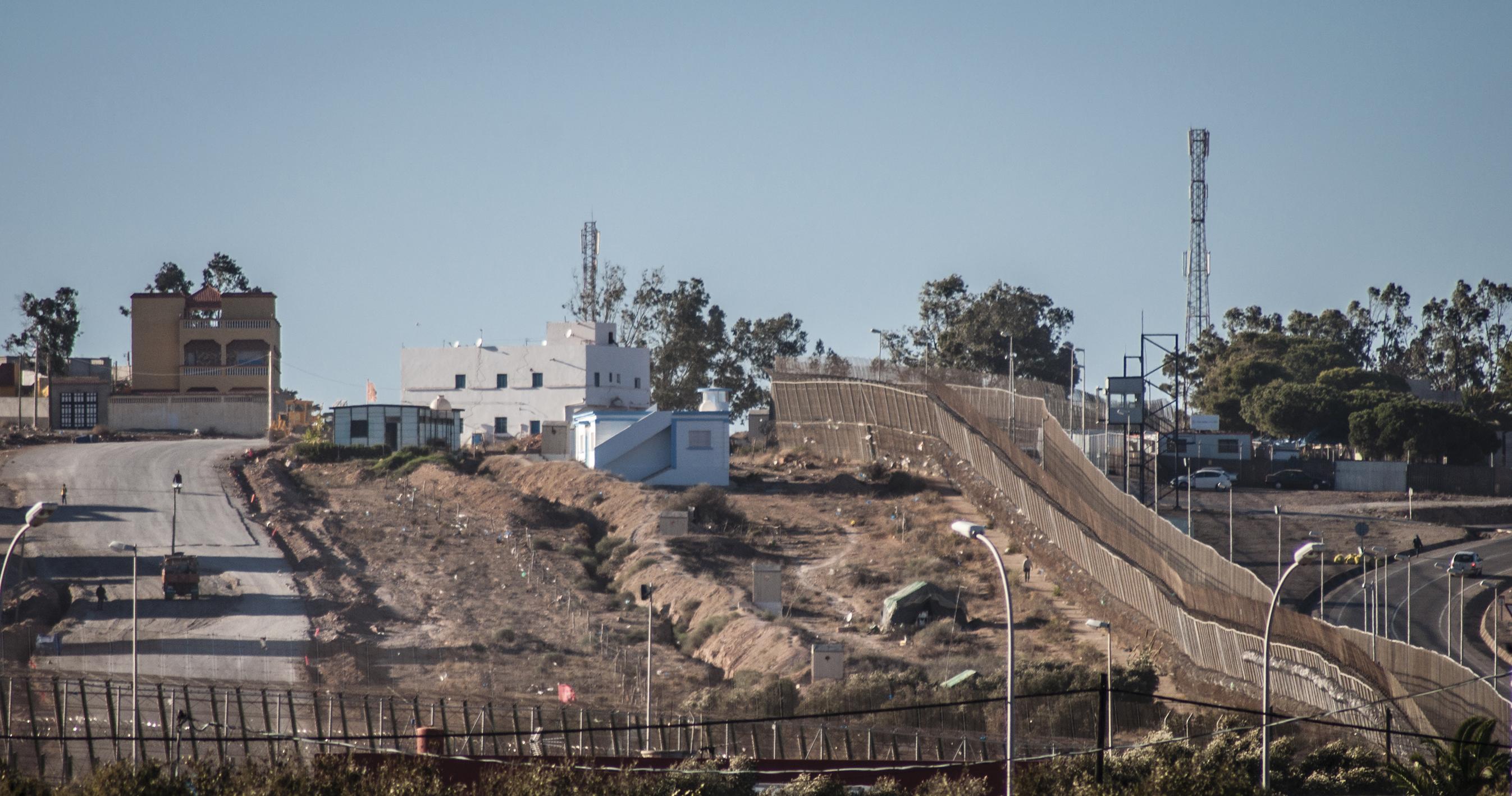 Marruecos comienza a levantar en Melilla una valla paralela a la española