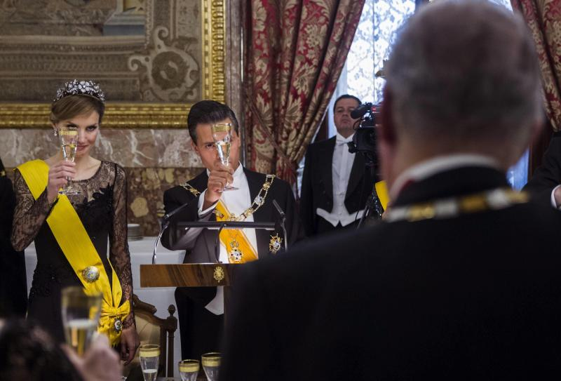 Peña Nieto loa al Rey como el «líder visionario» que trajo la democracia a España