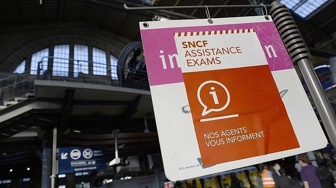 Francia afronta su sexto día de huelga de trenes sin visos de solución