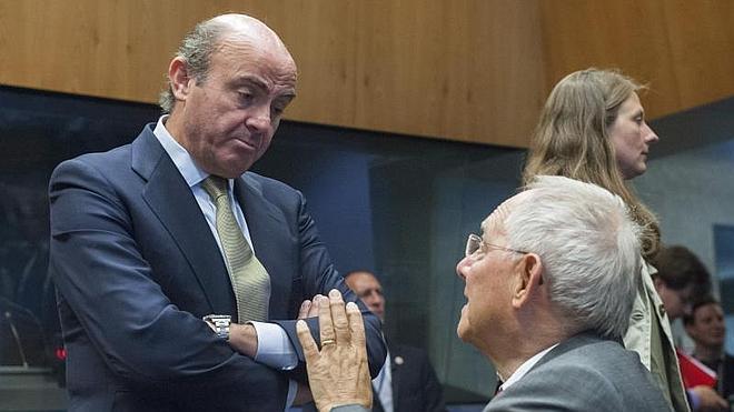 Bruselas pide a España bajar cotizaciones y subir el IVA