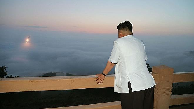 Corea del Norte dispara dos misiles al Mar de Japón