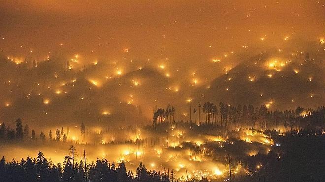 El fuego avanza por Yosemite