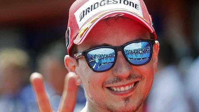 Jorge Lorenzo renueva con Yamaha