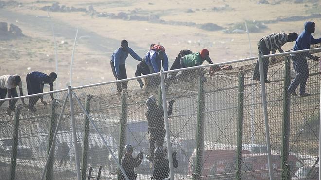 Un juzgado investigará la actuación de agentes marroquíes en la valla de Melilla