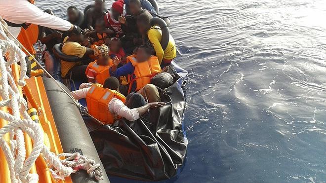 Rescatados en el Estrecho 299 inmigrantes en el día de más entrada del año