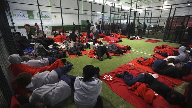 Rescatados otros 836 inmigrantes en una nueva oleada en el Estrecho