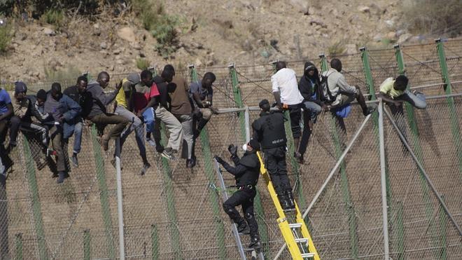 Marruecos reconoce «disfunciones» en la última llegada masiva de pateras