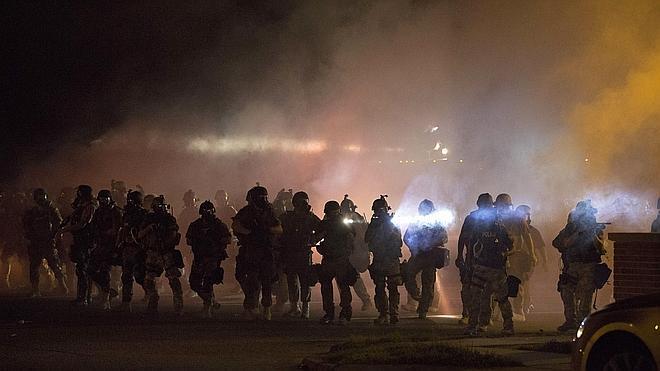 Cuarta noche de disturbios por la protesta racial en Misuri