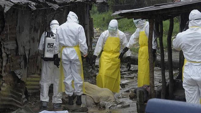 Liberia localiza a 17 enfermos de ébola que huyeron de un centro sanitario