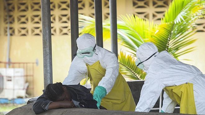 Liberia impone un toque de queda nocturno por el brote de ébola