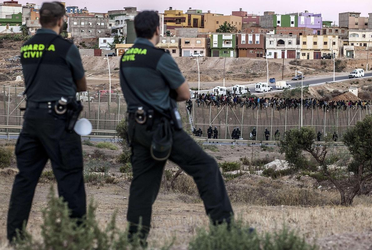 Guardias civiles admiten que se hacen devoluciones en caliente en Melilla