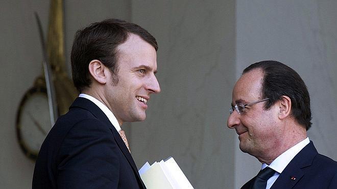 Valls solo sustituye a los tres ministros críticos con los recortes