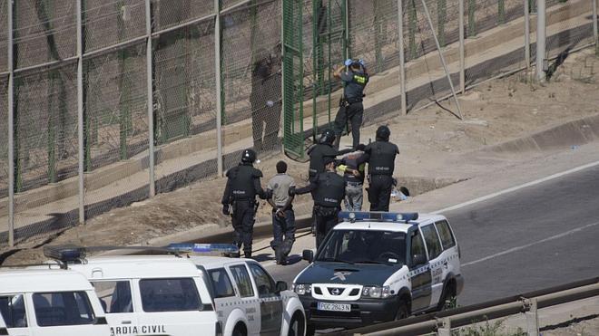 ACNUR expresa su preocupación por «el uso de violencia» en la valla de Melilla