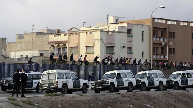 Quince inmigrantes logran acceder a Melilla saltando la valla fronteriza