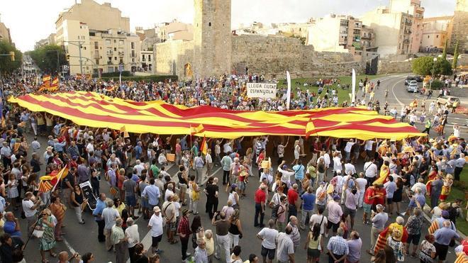 Miles de manifestantes claman en Tarragona contra la consulta soberanista