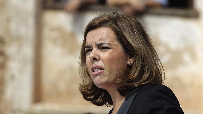 Saénz de Santamaría pide a Mas que lo piense antes de convocar la consulta