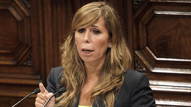 Sánchez-Camacho insta a Mas a seguir el ejemplo del dimitido Alex Salmond