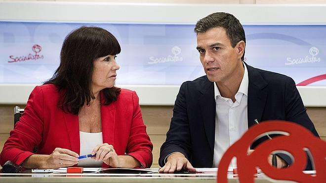 La presidenta del PSOE niega que sobre el Ministerio de Defensa