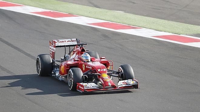 Alonso confirma que no llevará motor Mercedes en 2015