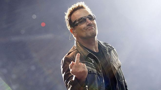 Bono revela que siempre lleva gafas de sol por un glaucoma