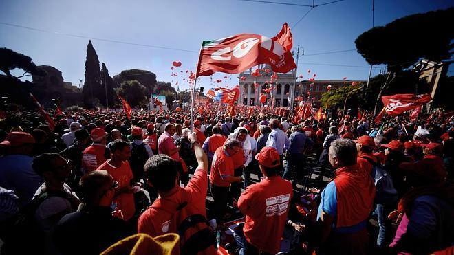 Un millón de personas claman en Roma contra la reforma laboral de Renzi