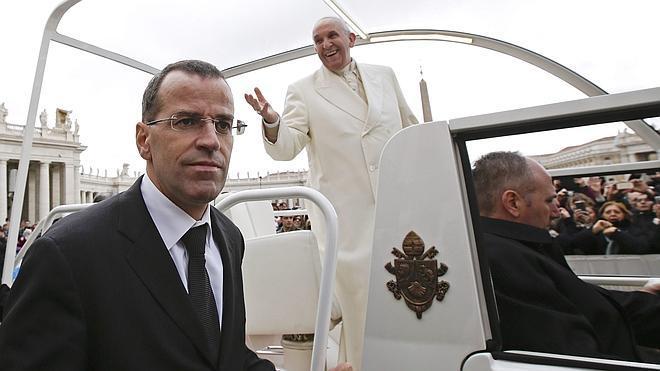 El Papa despide al comandante de la Guardia Suiza por «demasiado estricto»
