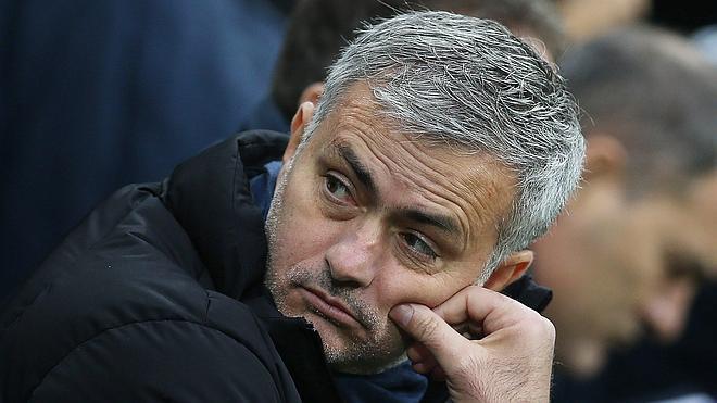 El City aprovecha la primera derrota de Mourinho