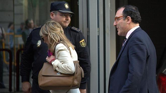 El juez Velasco envía a la Guardia Civil a la Comunidad de Madrid por la red 'Púnica'