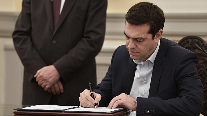 Tsipras jura como nuevo primer ministro de Grecia