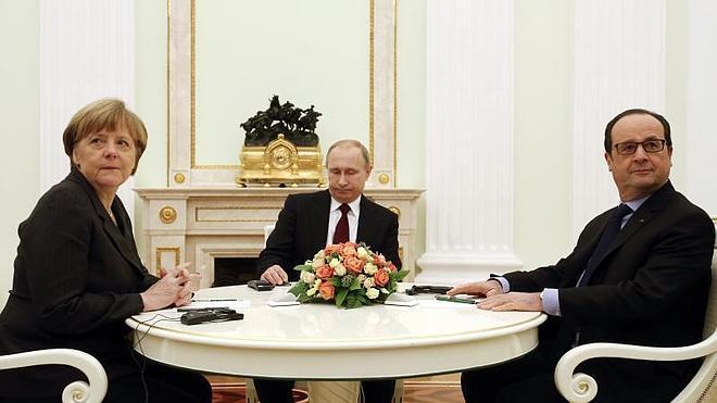 Putin, Merkel y Hollande se comprometen a trabajar en un plan conjunto para Ucrania