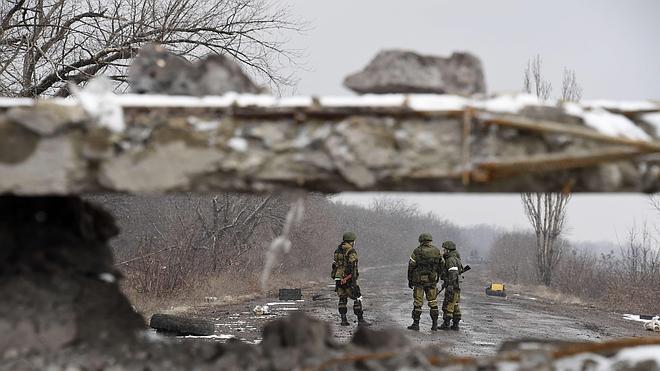 Rusia despliega militares en la frontera con Ucrania la víspera de la cumbre de Minsk