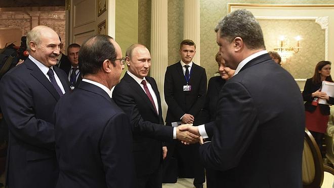 La cumbre sobre Ucrania avanza lentamente en Minsk