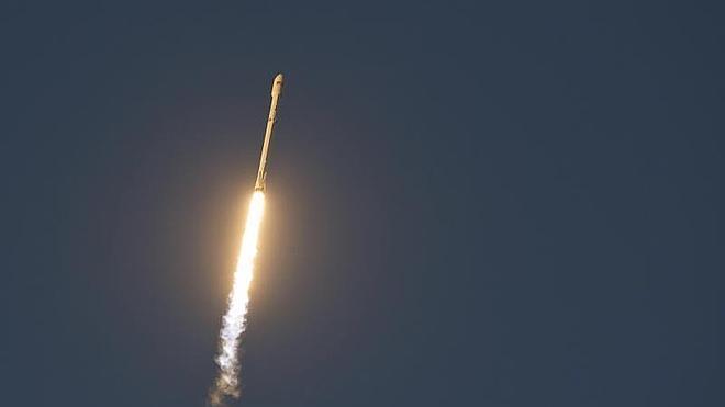 SpaceX lanza un satélite para observar la actividad solar