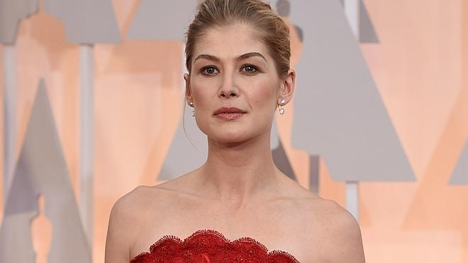 Lluvia y elegancia en la alfombra roja de los Oscar