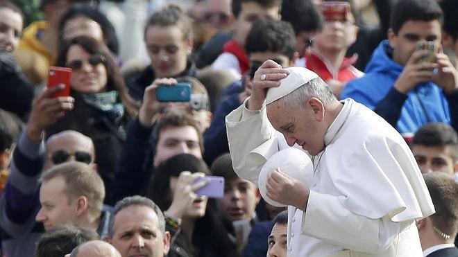 El Papa afirma que abandonar a los mayores en una residencia es «pecado mortal»