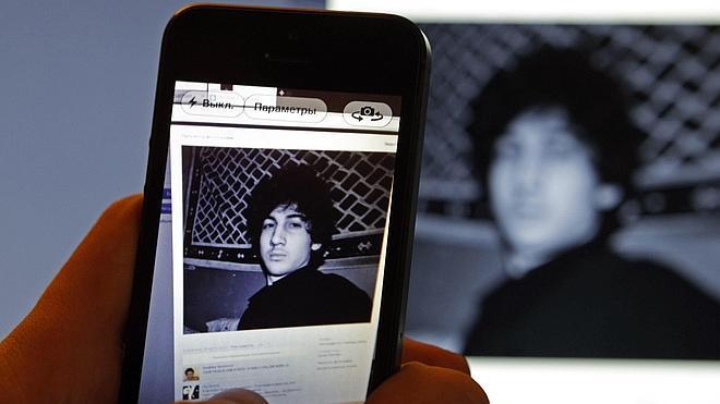 La defensa de Tsarnaev admite su culpabilidad pero dice que actuó influido por su hermano
