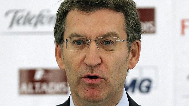 Feijóo: «Hace tiempo que el currículum del señor Rato es distinto al del señor Rajoy»