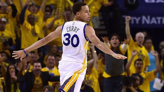 Stephen Curry, mejor jugador de la liga regular de la NBA