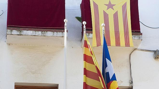 La Junta Electoral ordena retirar las esteladas de los edificios públicos