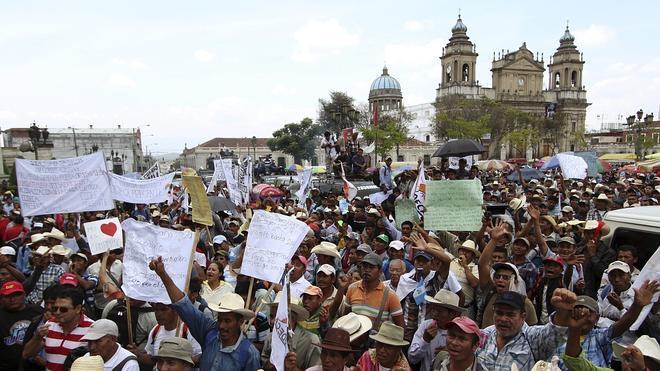 Los escándalos de corrupción acorralan al presidente de Guatemala