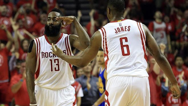 Harden salva el primer 'match ball' de los Rockets