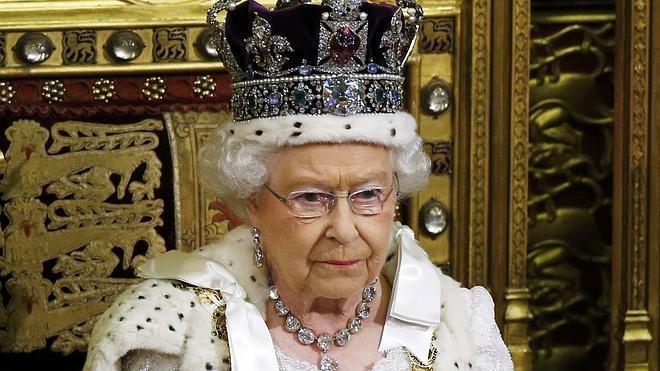 Isabel II desgrana el programa del nuevo Gobierno de Cameron