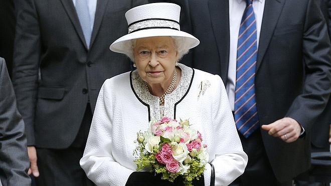 La BBC pide disculpas por tuitear por error la muerte de Isabel II